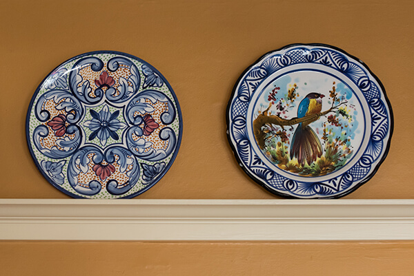 Hanging Art Plates as a Home Decor Idea